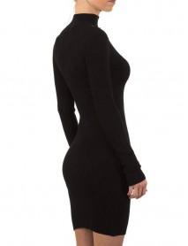 Кокетна дамска рокля в черно с акцент около врата