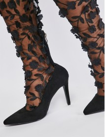 Актуални дамски чизми с 3D цветя