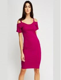 Дамска рокля в малинов цвят с голи рамене