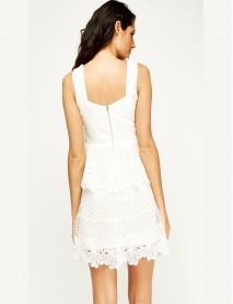 Дамска рокля пеплум в бяло